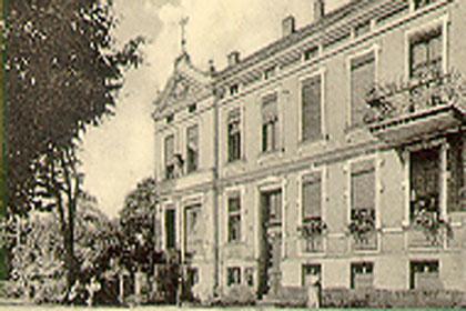 Vor 1945 - Im Erdgeschoss links war die Apotheke