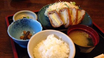 和食処みよしのこもろっけ丼