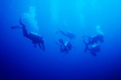 Bild:Abstieg in blaue Tiefen