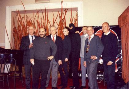 Facciolo, Palumbo, Paludetti, Del Vecchio; Montorio e Ricci insieme a Diabolik ed Eva in occasione dei 40 anni del fumetto