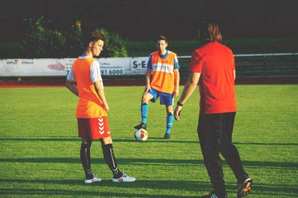 Trainer Finn Apel mit Maxi Hanich und Dennis Ziegler