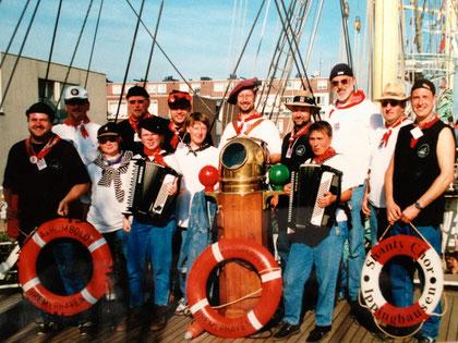 """""""Grey Goose Shantymen"""" bei der Sail 2000 Amsterdam"""