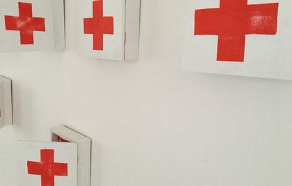 Rotkreuzkästen-Installation Foto Ulrike Filgers
