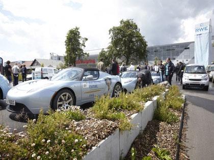 Elektroautos auf dem Nürburgring beim Elektroauto Corso auf der Nordschleife