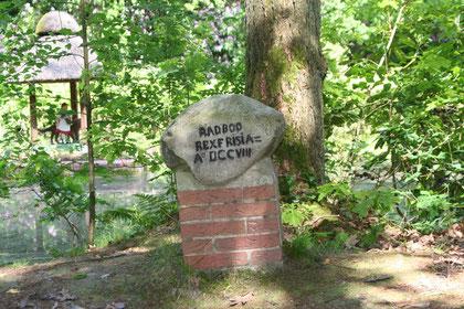 Gedenkstein für den Friesenkönig Radbod im Berumerfehner Wald
