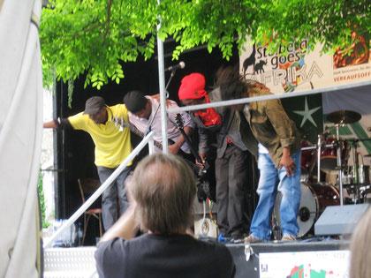 Reggae-Band auf der Bühne