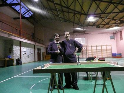 Julio, recibiendo el trofeo de subcampeón
