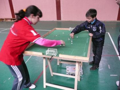 Nayra y Javi, dos de los jovenes jugadores que tomaron parte en el evento.