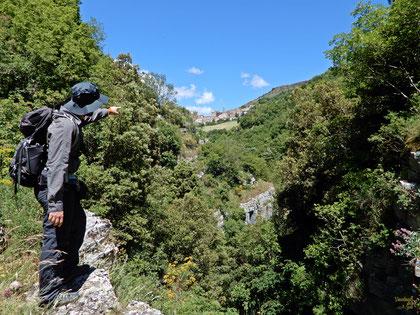 Affacciati sulla gola del Torrente Bradano, ammirando in lontananza San Fele