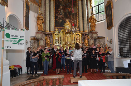 Der Chor bei der Probenarbeit