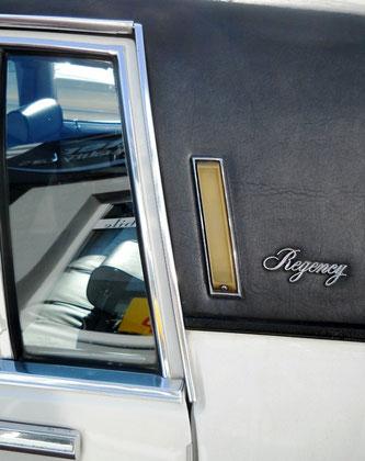 Oldsmobile 98 Regency mit beleuchteter C-Säule