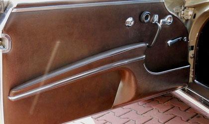 Patiniertes dunkles Mercedes Leder