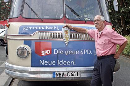 Erich vor dem SPD Oldtimer Bus