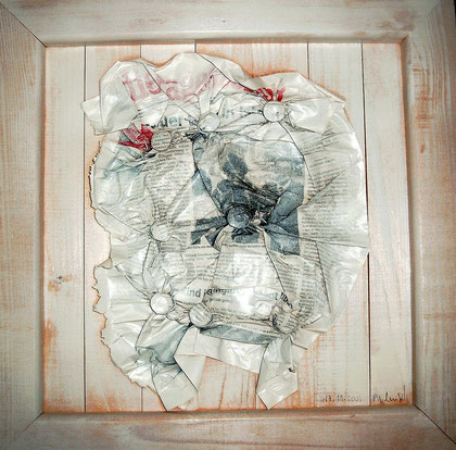 """""""TAZ geknüpft"""" / Werkverzeichnis 3.432 / datiert 17.11.2003 / TAZ-Zeitung mit Draht geknüpft, mit weißer Farbe auf Holz / Maße ca. b 30,0 cm * h 30,0 cm / Verkauft an die Schweizer Isabell und Daniel"""