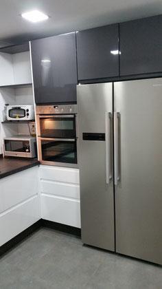 Cocina lacada blanca y gris