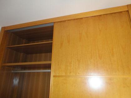 Armario y escritorio de pino
