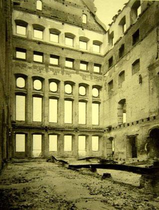 Der Goldene Saal nach den Kriegszerstörungen