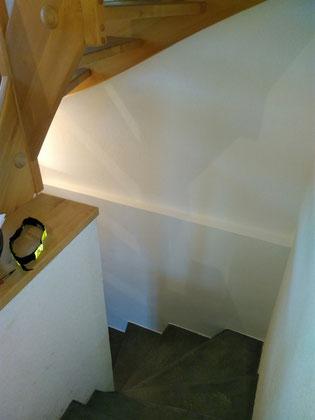 Warmwasser-Lehmwandheizung Treppenhaus
