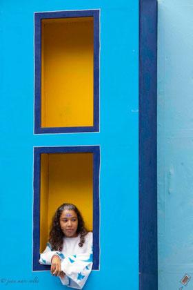 Jeune fille au balcon