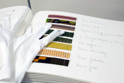 Legends for Part 2: 165 patterns, 165 names. Hand-made book, 48 pages, grey linen binding, 30x27 cm; photo: Birgit Reiter