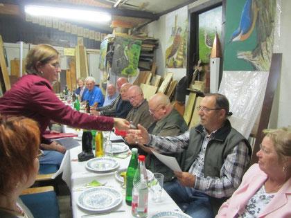 Rudi Wolf: als Angler ist er der Natur genauso verbunden wie als NABU-Mitglied.  Bei Arbeitseinsätzen ist Rudi immer dabei und bei geselligen Treffen  würzt er diese mit seinem trockenen Humor.