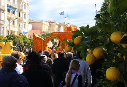 Bild: Skulptur im Jardin Biovés beim Féte du Citron in Menton