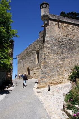Bild: Blick auf Festungsmauern, Ansouis