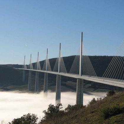Le viaduc de Millau (à 70 km)