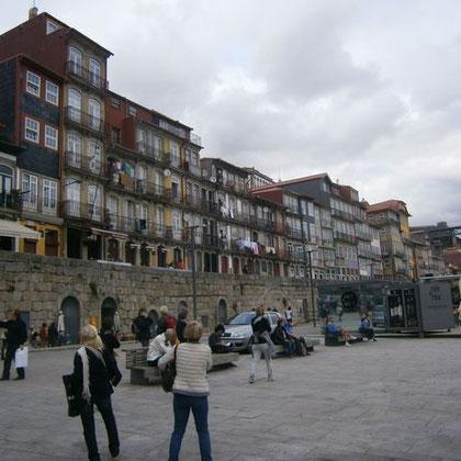 Die Uferpromenade von Porto (ein Ausschnitt)