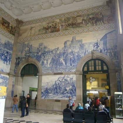 Der Bahnhof von Innen