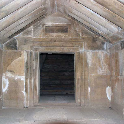 The tomb inside, built like a house from huge ashlar slabs of sandstone, the ceiling modelled to resemble beams