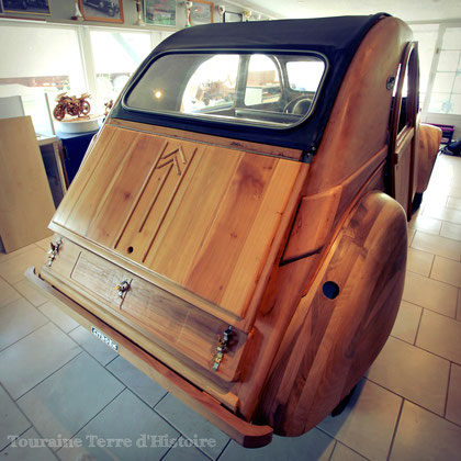 une voiture unique en bois fruitiers de touraine touraine terre d 39 histoire site officiel. Black Bedroom Furniture Sets. Home Design Ideas