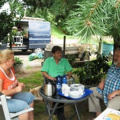 6.7.14 Martin und Ariane zu Besuch bei uns und den Welpen.