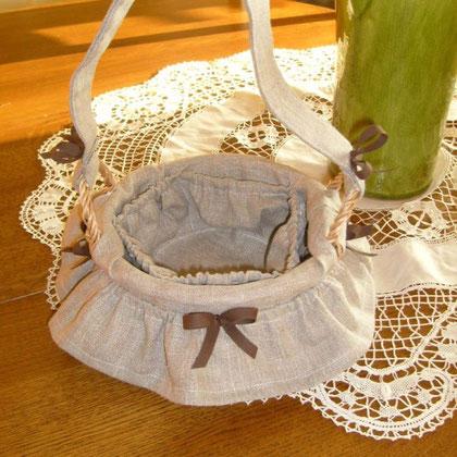 petit panier r'habillé de tissus, juponné avec poches intérieur, commande de Geneviève.