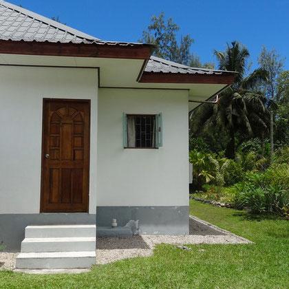 bungalow: entrance