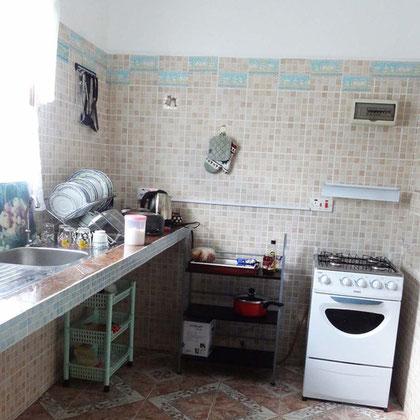 bungalow: kitchen