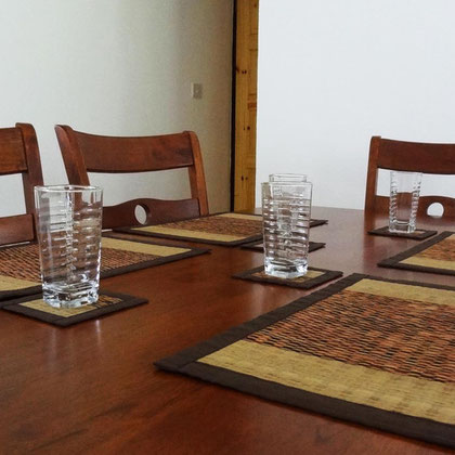 villa: dining table