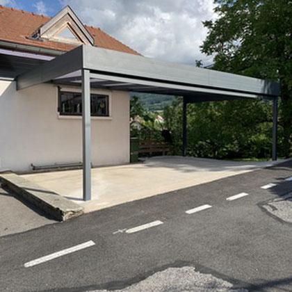 Adossé à la maison, 2 poteaux uniquement sur 7m de portée, garantie 10 ans, sur la Roche sur Foron en Haute Savoie.