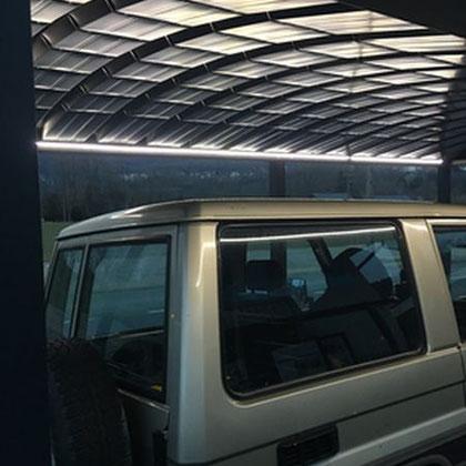 Pour les abris indépendant, un éclairage en ruban LED autonome avec une installation photovoltaïque pour éviter les gros travaux.
