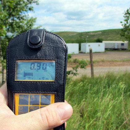Am Zaun eines Absetzteichs für Uran-Tailings (11fache normale Hintergrundstrahlung)