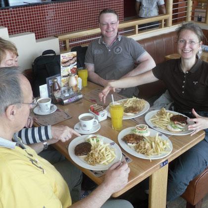Frühstück Flughafen Kapstadt - doppelte Portion für Kerstin
