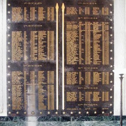 Marmorplatte mit den Namen der nicht identifizierten Gefallenen