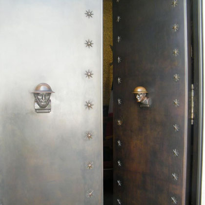 Tür zur Gedächtniskapelle
