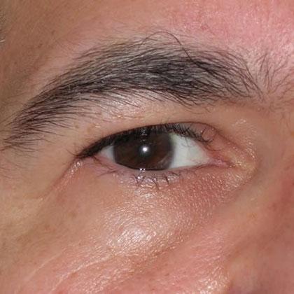 Ojos medio cerrados