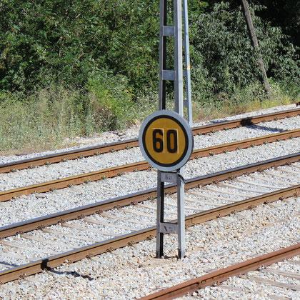 Anuncio de velocidad limitada con carácter temporal