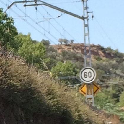 Anuncio de velocidad limitada con carácter permanente