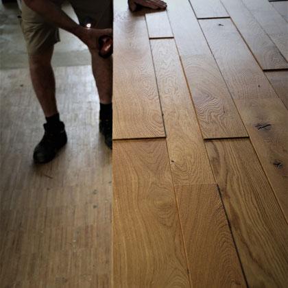 Fendt Holzgestaltung: Wandverkleidung Eiche gebürstet (vertieft und verspachtelt)