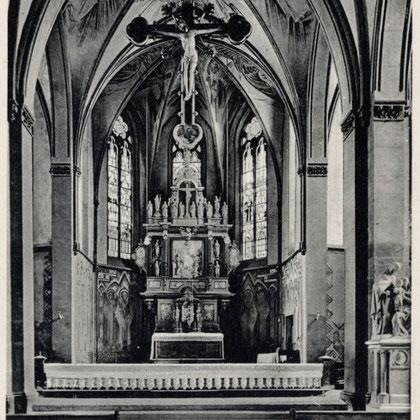 Der spätgotische Korpus mit neuem Kreuz um 1920 in ursprünglicher Aufhängung unter dem Triumphbogen