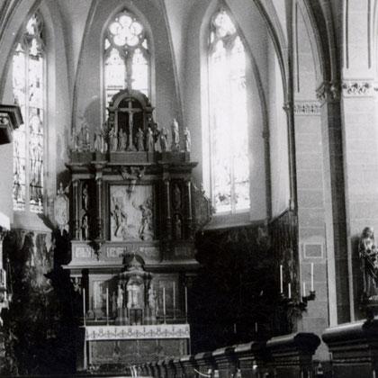 rechts der Vincenz Altar aus dem Jahr 1945