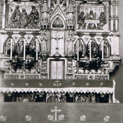 Hier ein Bild vom Herz Jesu Altar nach der Polychromierung an seinem letzten Standort der Hubertus Kapelle Oberrödinghausen